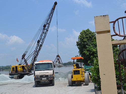 Một bến bãi hoạt động không phép ở khu vực xã Tân Hạnh, TP Biên Hòa, tỉnh Đồng Nai