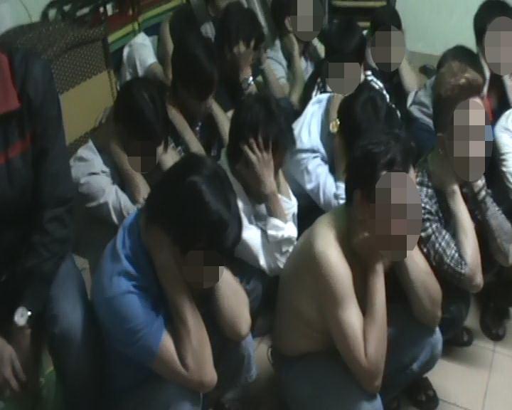 Các con bạc bị bắt tại quán cà phê Nhật Nguyệt