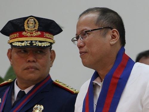 Ông Alan Purisima (trái) và Tổng thống Philippines Benigno Aquino (phải) Ảnh: BAYAN