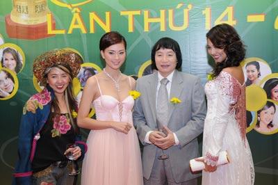 NSƯT Minh Vương tại thảm đỏ Lễ trao Giải Mai Vàng năm 2008