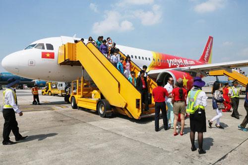 Hàng không giá rẻ liên tục tung ra các chương trình khuyến mãi.  Trong ảnh: Một chuyến bay của VietJet