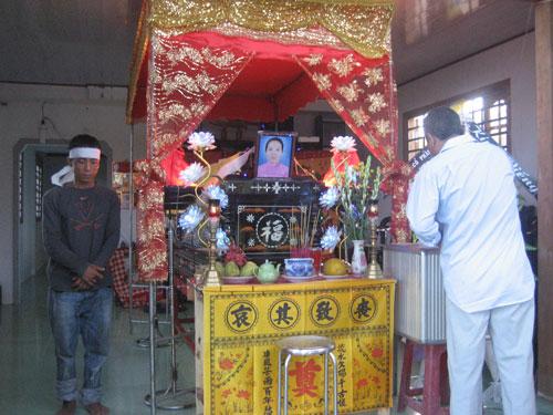 Gia đình làm tang lễ cho nạn nhân Nguyễn Thị Mỹ Hằng