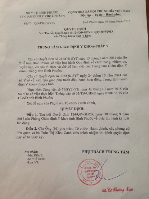 Quyết định số 5/QĐ-TTGĐYKPY của Trung tâm Giám định Y khoa – Pháp y tỉnh Bình Phước thu hồi quyết định trái luật do ông Đoàn Đức Loát ký trước đó.