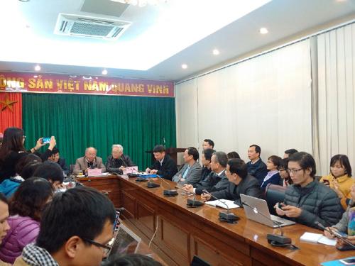Rất đông phóng viên các cơ quan báo chí tham dự cuộc họp báo về vấn đề sức khỏe của ông Nguyễn Bá Thanh