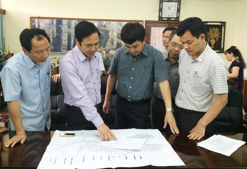 Phó Chủ tịch UBND tỉnh Quảng Ninh Đặng Huy Hậu chỉ đạo công tác tìm kiếm, cứu hộ