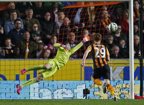 Quinn gỡ bàn cho Hull City nhưng không cứu được đội nhà khỏi tình cảnh nguy ngập