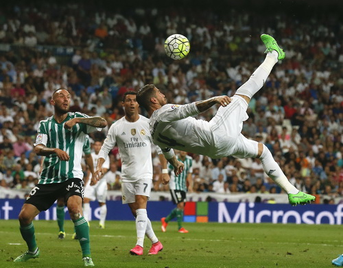 Ngay cả trung vệ Ramos cũng có cơ hội áp đảo