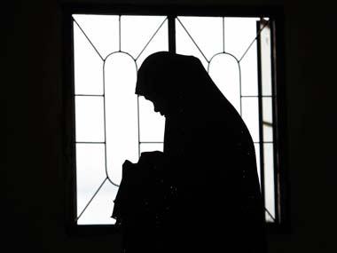Nạn nhân bị cưỡng hiếp lần thứ 2 vì cảnh sát không đến kịp lúc. Ảnh: Reuters