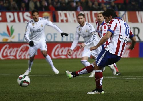 Raul Garcia mở tỉ số từ chấm 11 mét cho Atletico
