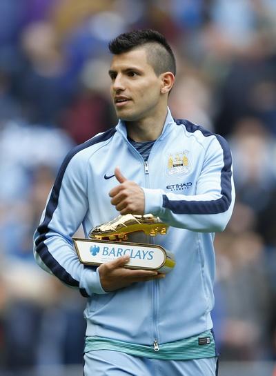 Kun Aguero nhận giải thưởng Chiếc giày vàng với 25 bàn thắng