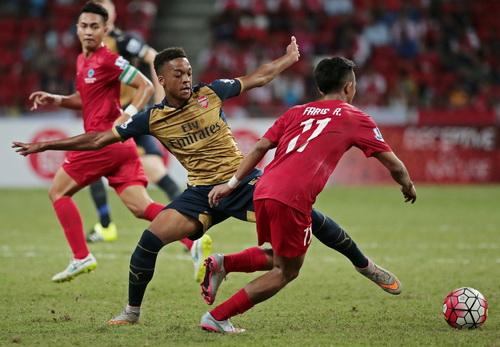 Các cầu thủ áo đỏ chủ nhà chỉ đủ sức ngăn Arsenal trong 30 phút đầu tiên