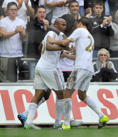 Andre Ayew nhanh chóng tái lập thế quân bình cho Swansea