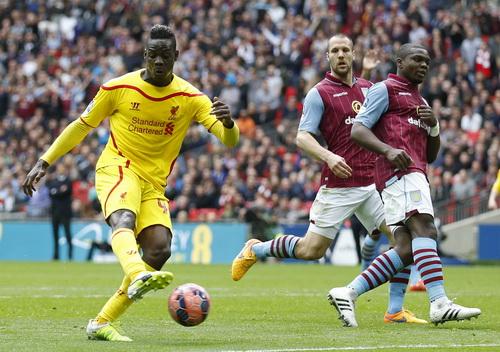 Balotelli bị từ chối một bàn thắng hợp lệ