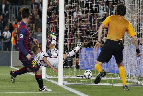 Messi ghi liền hai bàn trong vòng ba phút, nhấn chìm Bayern ở Nou Camp