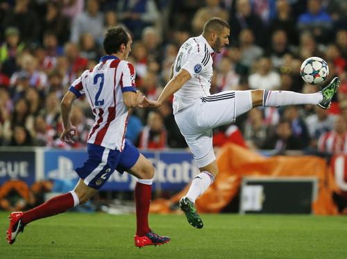 Benzema thi đấu mờ nhạt tại sân Vicente Calderon