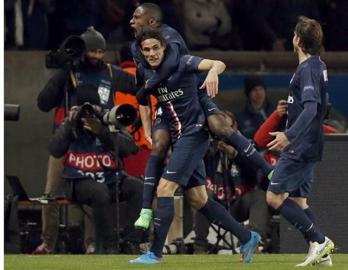 Cavani vui mừng sau bàn gỡ hòa cho PSG