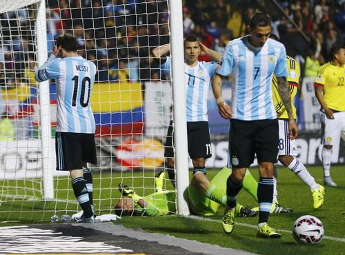 Cả Messi, Aguero và Di Maria đều ngẩn ngơ trước tài năng của thủ môn Ospina