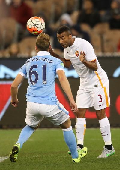 Cựu tuyển thủ Anh Ashley Cole thi đấu không tốt trước đội bóng quê hương