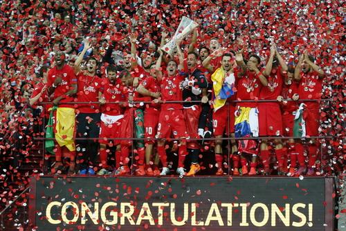 Sevilla hai lần bảo vệ thành công ngôi vô địch