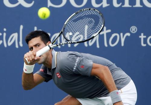 Djokovic chật vật lội ngược dòng trước tay vợt kém mình 65 bậc