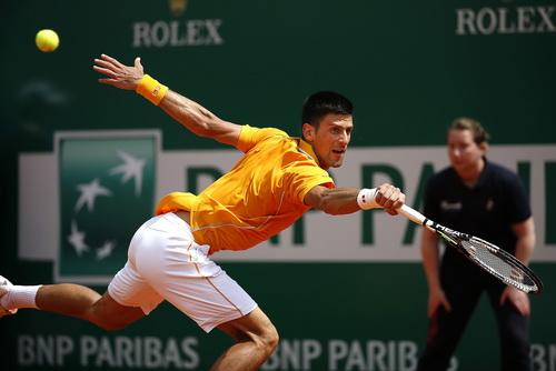 Djokovic quá mạnh mẽ tại giải, bất chấp phải thi đấu trên mặt sân đất nện
