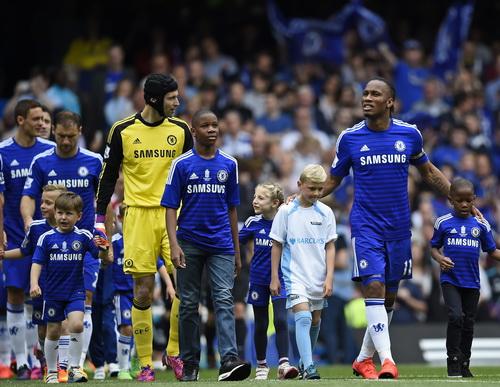 Drogba ra sân lần cuối với tấm băng đội trưởng Chelsea