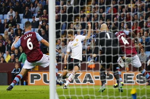 ... và ghi bàn duy nhất, đem về 3 điểm cho Man United