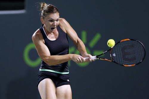 Simona Halep chờ đối đầu Serena ở bán kết