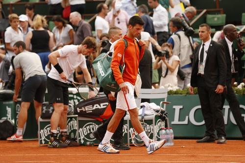 Hoãn trận bán kết thứ nhì Murray - Djokovic