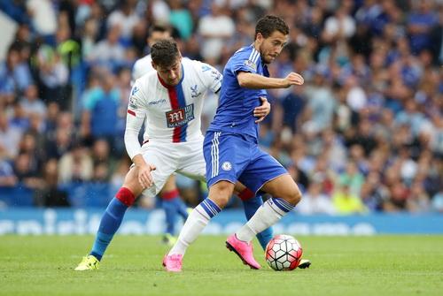 Joel Ward (trái) ấn định chiến thắng 2-1 cho Palace