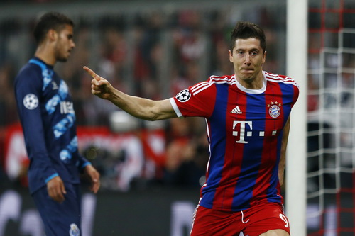 Lewandowski lập cú đúp trong chiến thắng 6-1