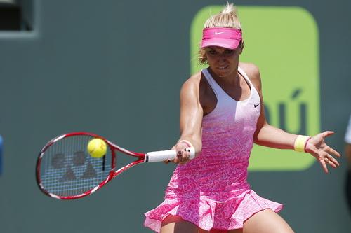 Sabine Lisicki thi đấu đầy quyết tâm, gây khó cho Serena