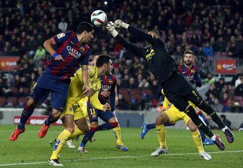 Không ghi bàn, Luis Suarez (trái) vẫn có màn trình diễn ấn tượng trước Villareal