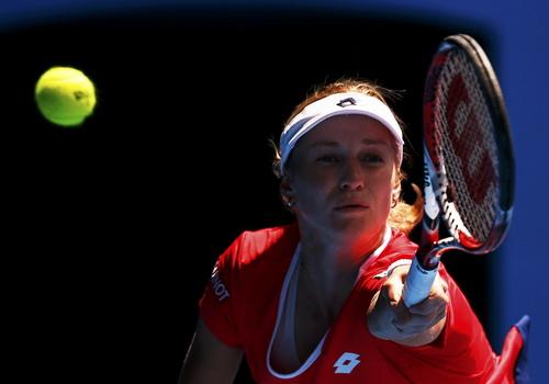 Makarova thua sút toàn diện trước Sharapova