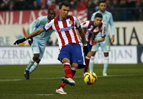 Mandzukic ghi bàn từ chấm 11 mét cho Atletico