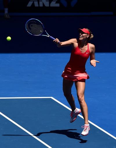 Sharapova mất điểm giao bóng và phạm nhiều lỗi đánh bóng hỏng