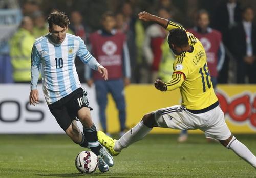 Messi bị đối phương đeo sát, không thi đấu đúng sức ở trận đấu này