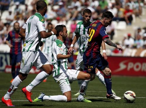 Messi ghi bàn...