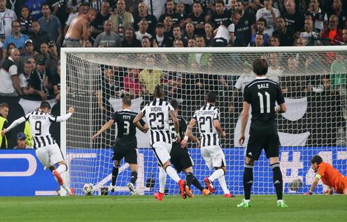 Alvaro Morata (9) ghi bàn mở tỉ số cho JUventus