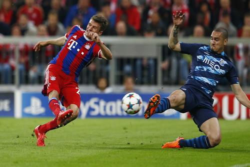 Mueller trở thành cầu thủ Đức ghi nhiều bàn thắng nhất ở Champions League (27 bàn)