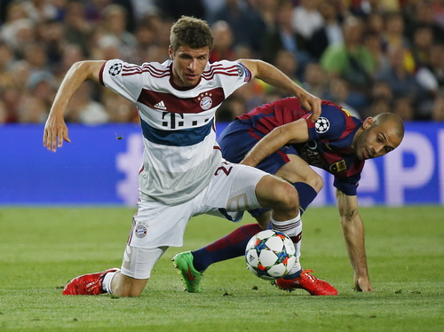 Thomas Mueller không chứng tỏ được nhiều trước sự đeo bám của hậu vệ Barca