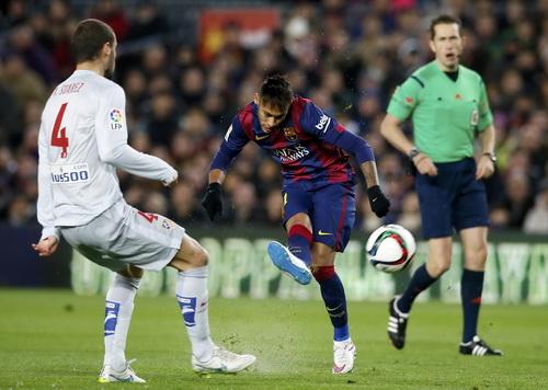 Trận đấu hết sức khó khăn cho Barca khi Atletico chọn lối chơi phòng ngự