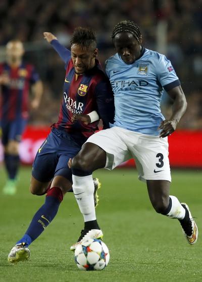 Hàng thủ Man City không thể kèm cặp các chân sút Barca