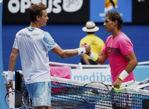 Nadal chúc mừng người thắng cuộc Berdych