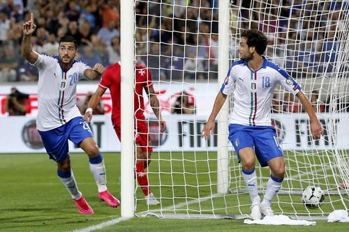 Graziano Pelle (trái) ghi bàn duy nhất cho tuyển Ý trước Malta