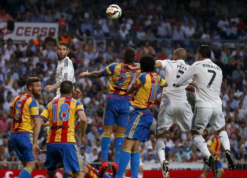 Hậu vệ Pepe (3) ghi bàn cho Madrid