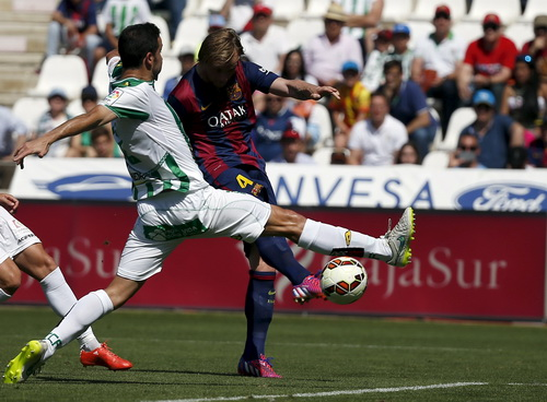 Ivan Rakitic ghi bàn, mở màn cơn mưa bàn thắng vào lưới Cordoba