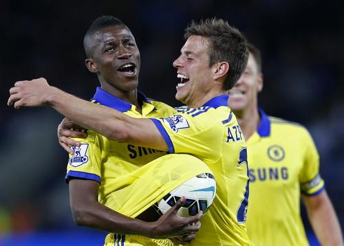 Ramires (trái) ấn định chiến thắng 3-1 cho Chelsea
