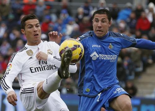 Ronaldo đóng góp cú đúp trong chiến thắng 3-0 của Real trước Getafe