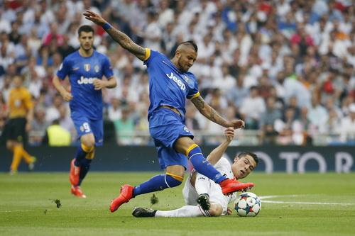 Ronaldo cũng bất lực trước Arturo Vidal